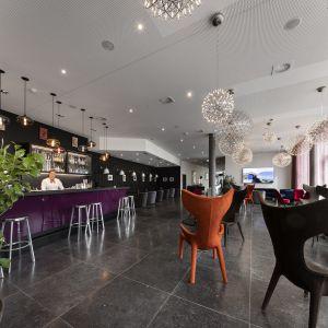 Modern Times Hotel, Times Bar2